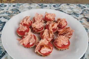 hummus and smoked salmon canapés